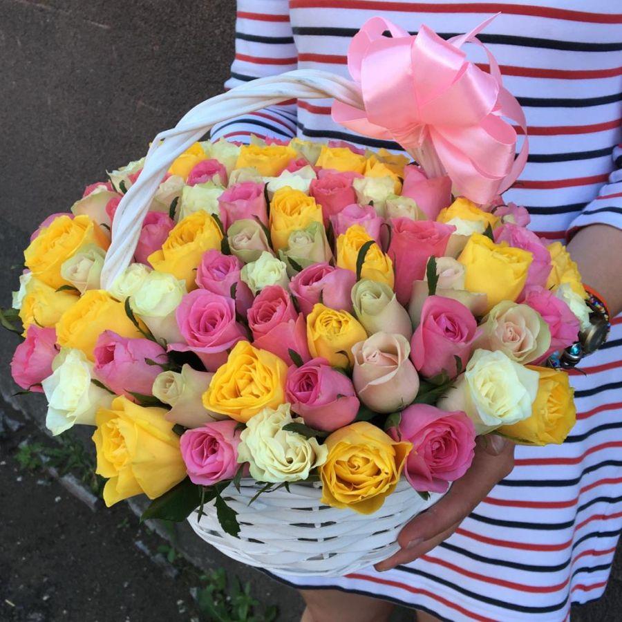 101 кенийская роза в корзинке