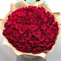 101 красная роза 60 см в крафт бумаге