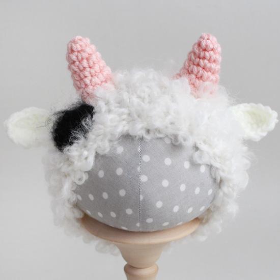 Вязаная шапочка Коровка Букле розовые рожки