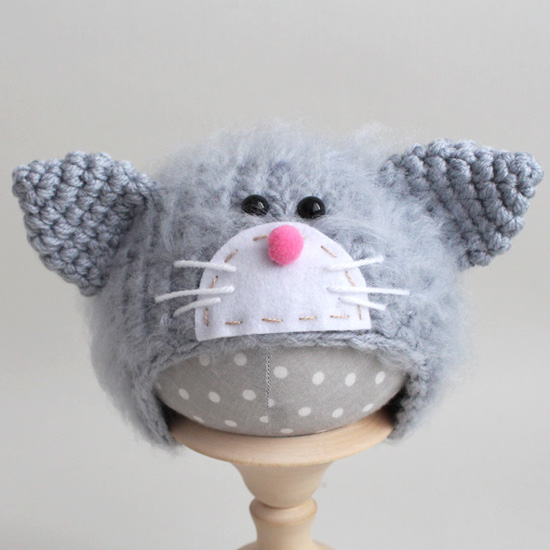 Вязаная шапочка Котик с мордочкой пушистый Серый