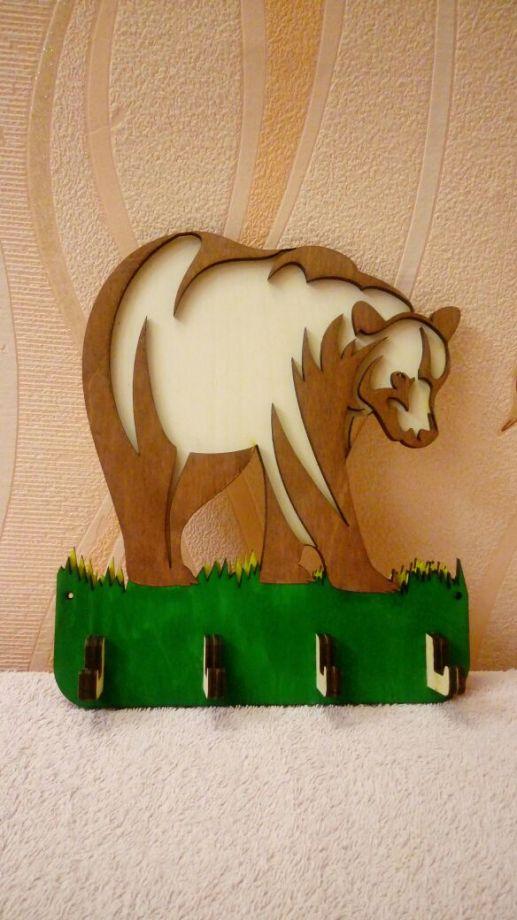 Ключница медведь из натурального дерева