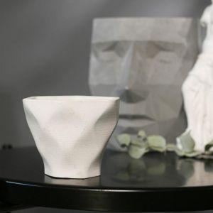 Кашпо-ромб белое из бетона «Фантазия», 10,5 х 9 см
