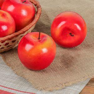 Искусственное жёлто-красное яблоко