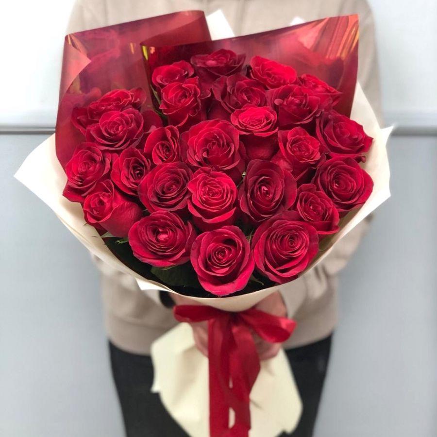 25 красных роз 60 см в стильной упаковке