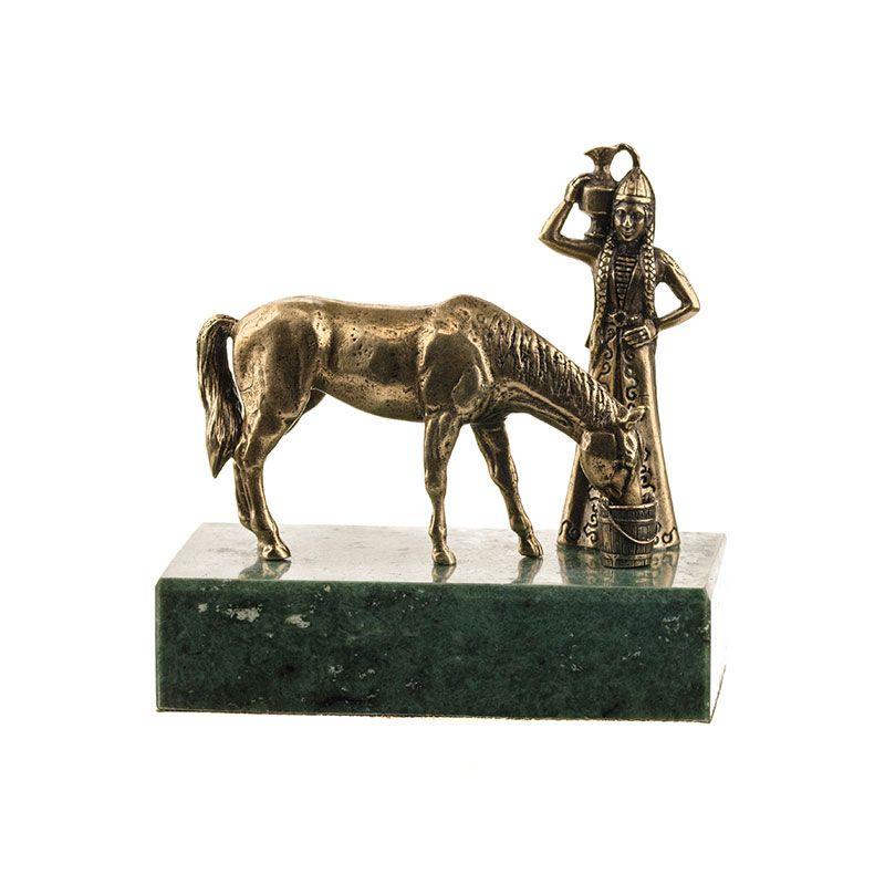 """Композиция """"Горянка с кувшином и лошадь"""""""