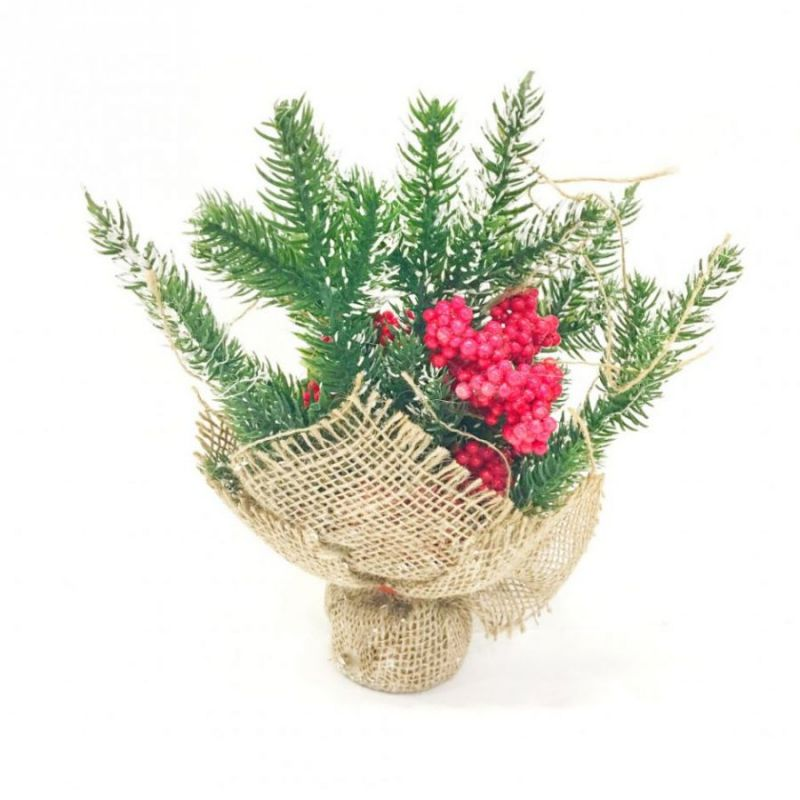 Новогодняя икебана из ели и ягод, С крупными гроздями рябины