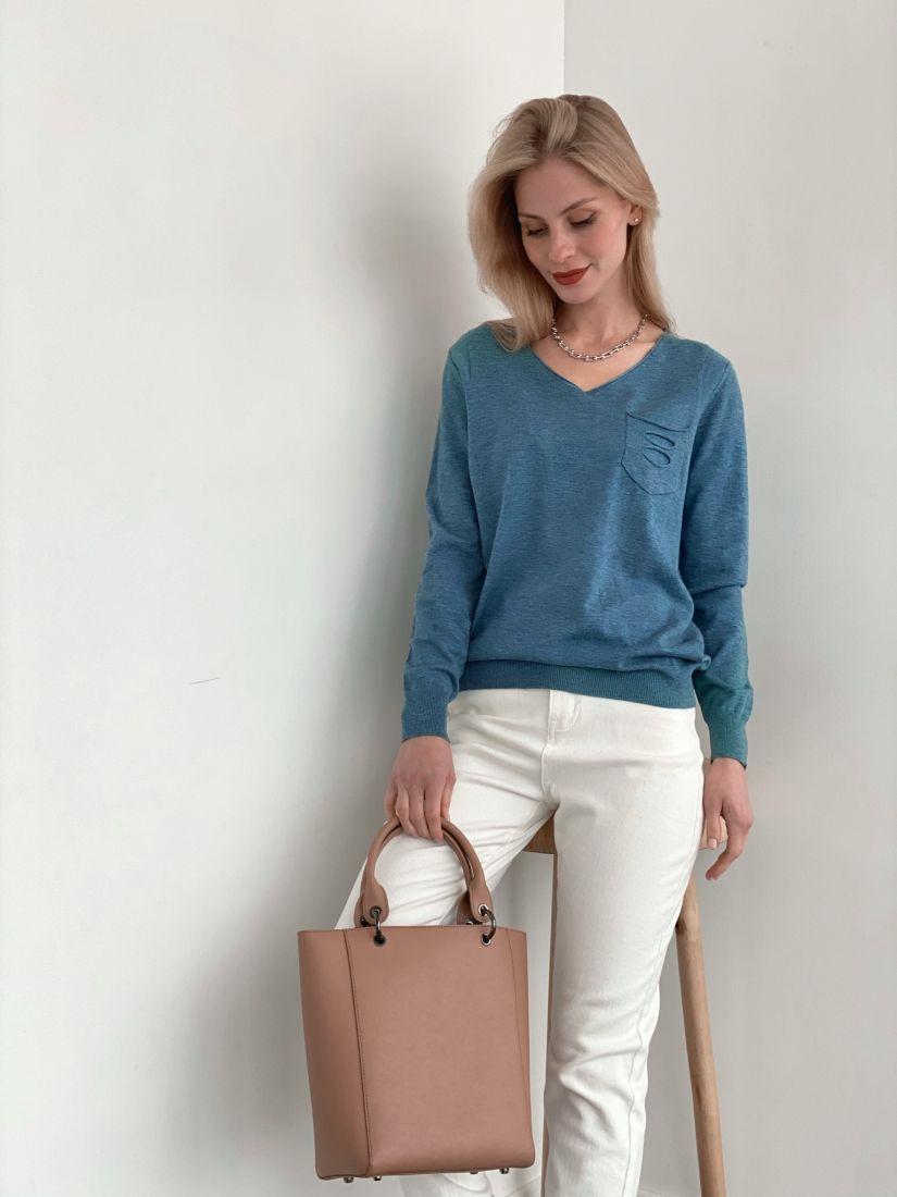 s3754 Пуловер с декоративным карманом голубой