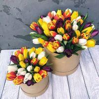 Тюльпаны в шляпной коробке для мамы и дочки