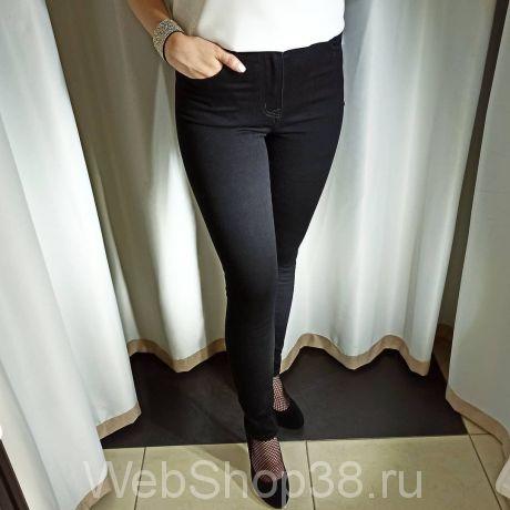 Черные джинсовые брюки
