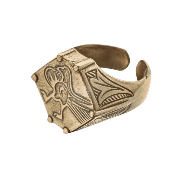 Перстень Ястреб