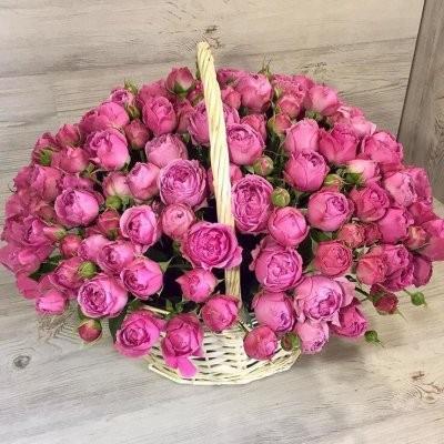 Корзина с кустовой розой Мисти Баблс
