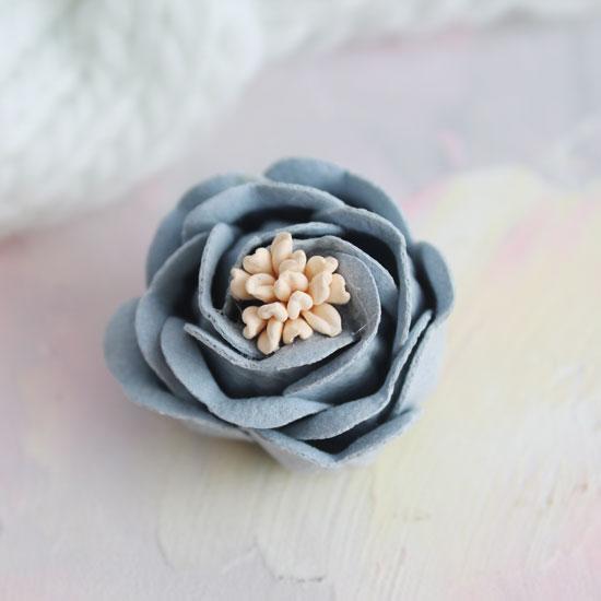 Цветок 3 см. плотный тканевый, серо-голубой