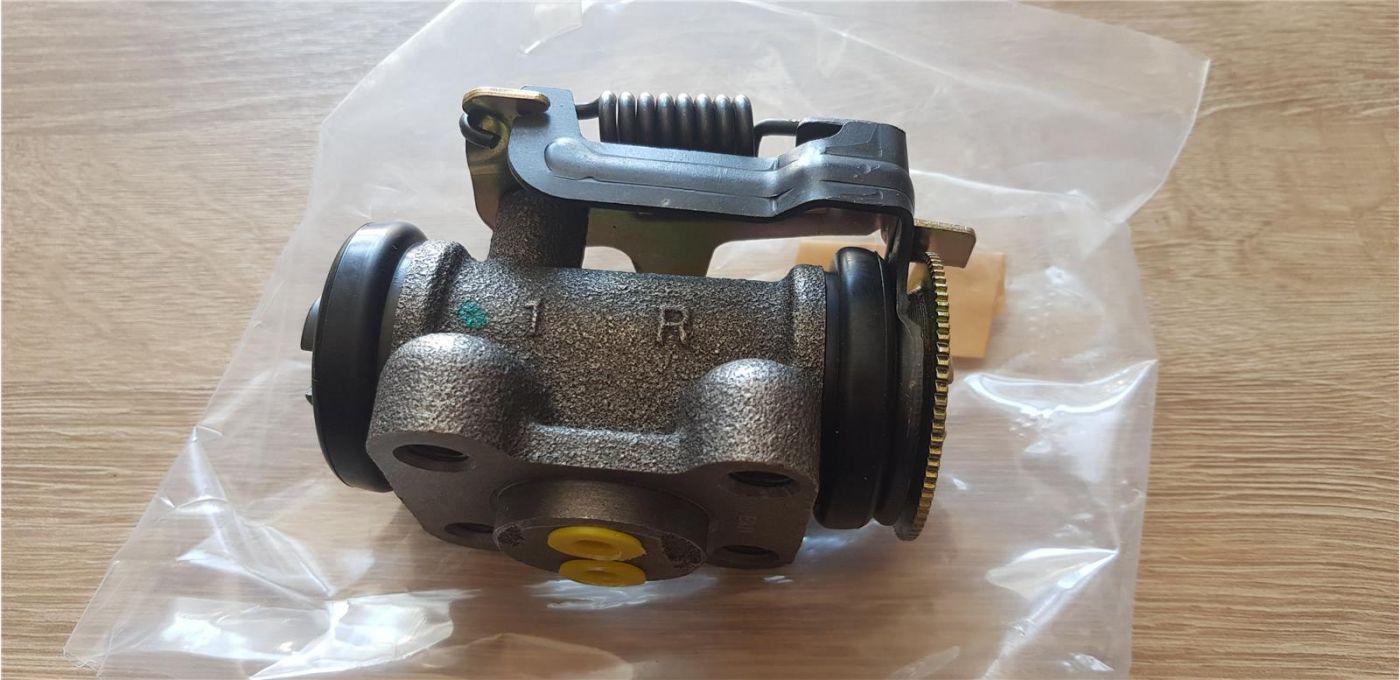 Цилиндр тормозной заднего колеса задний правый Isuzu NMR85