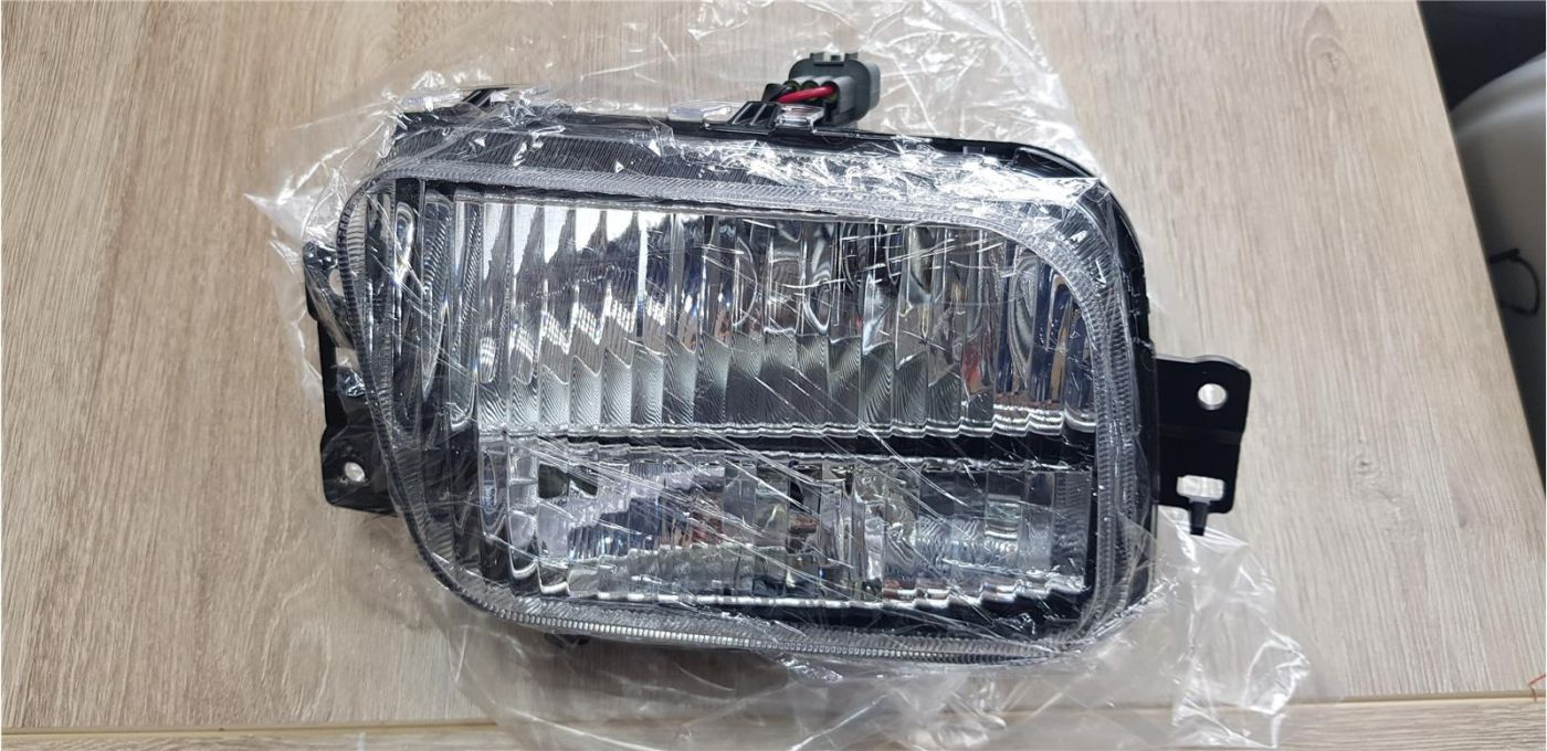 Фара противотуманная правая Mitsubishi Fuso Canter TF