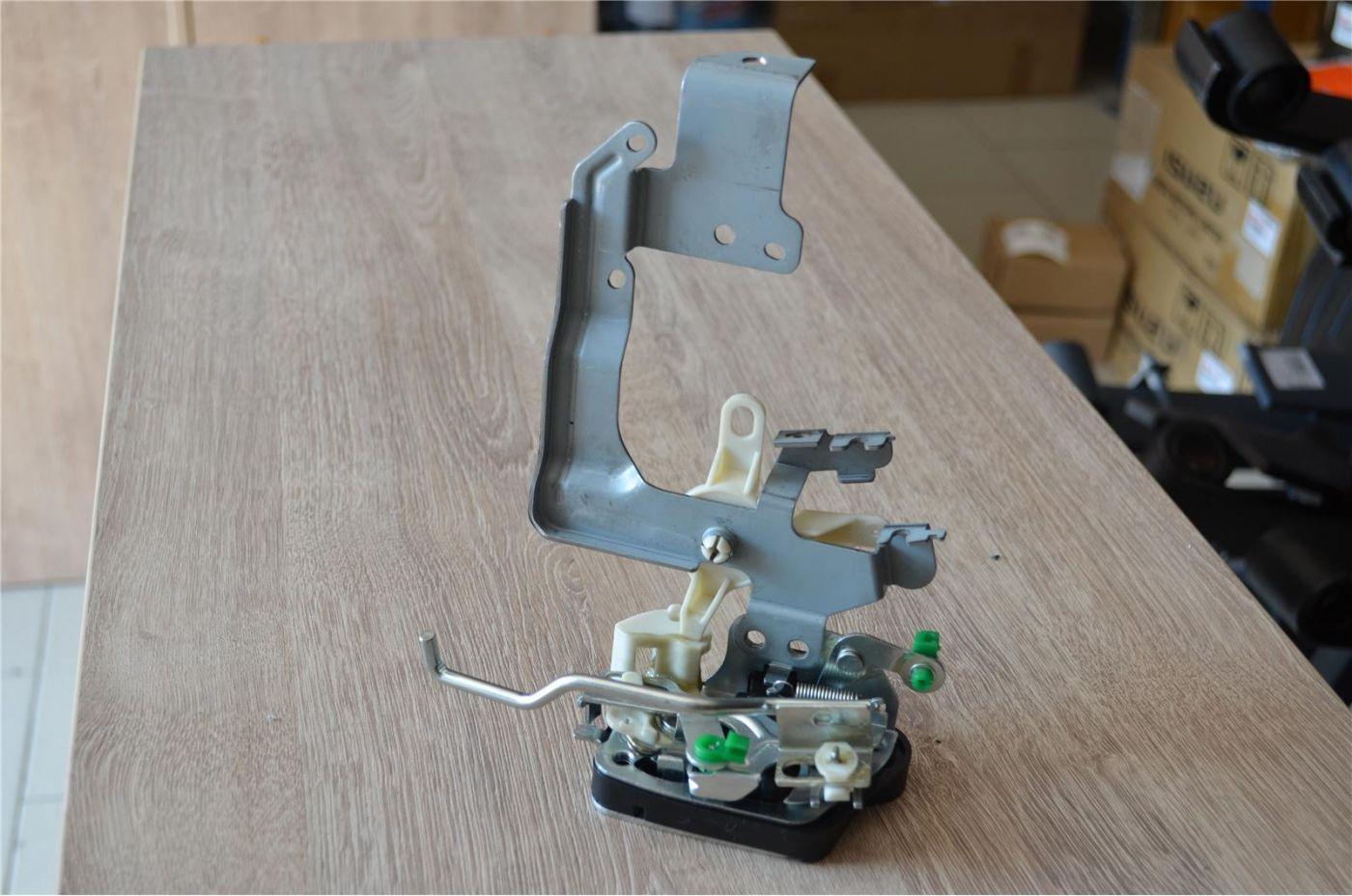 Механизм закрывания двери правый Mitsubishi Fuso Canter