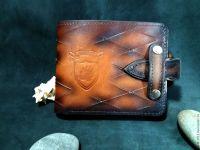 Карманный кошелек с хлястиком