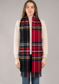 """Большой теплый шотландский шарф 100% шерсть ягнёнка. Дарвин """"Черный Стюарт и Королевский Стюарт"""" DARWIN BLACK/ROYAL STEWART LUXURY OVERSIZED LAMBSWOOL SCARF плотность 6."""