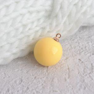 Кукольный аксессуар - Бусина-подвеска желтая