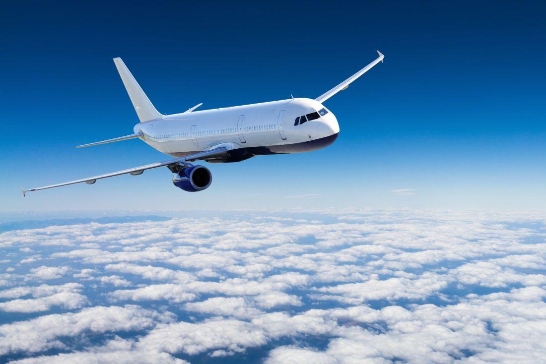 Самолёт над облаками 12-038