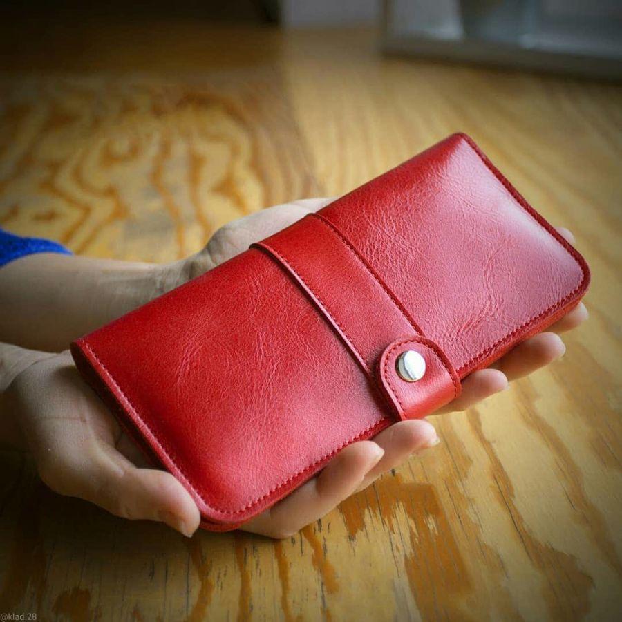 Женское кожаное портмоне красное