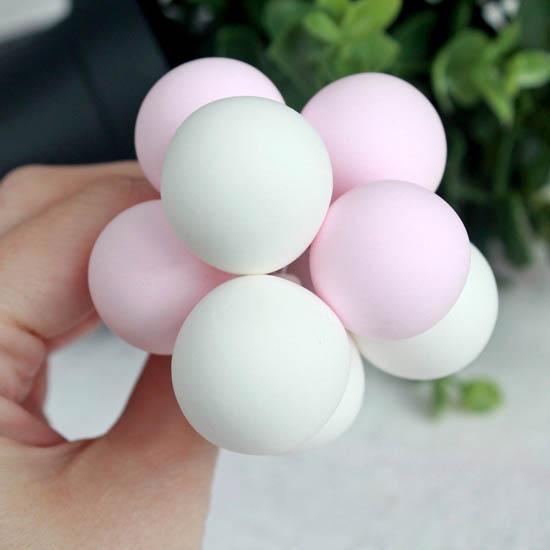 Аксессуар для куклы - Связка воздушных шаров в розовых тонах