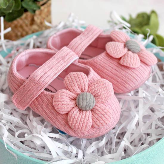 Сандалики розовые с вязаным цветком 11 см.