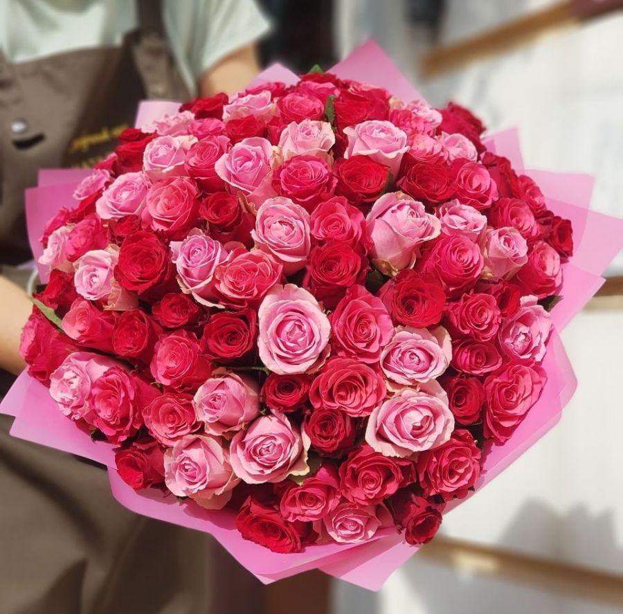 101 роза микс 50 см в красивой упаковке
