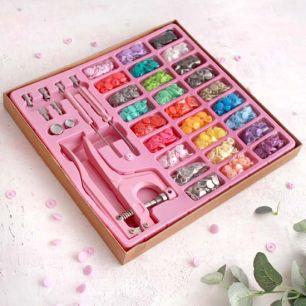 Щипцы / установщик  для пластиковых кнопок в наборе с кнопками и люверсами, розовый