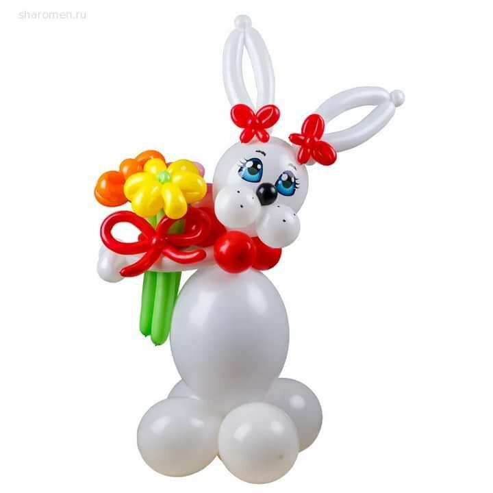 Плетеная фигура из шаров зайка с цветами