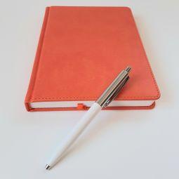 ежедневники и ручки