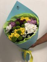 Букет из 9 хризантем в красивой упаковке