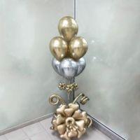 Фонтан из шаров хром золото с серебром с цветочным основанием