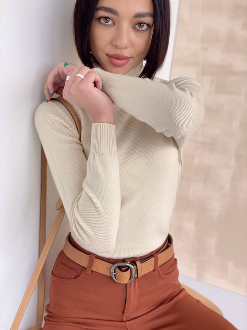 4637 Тонкий свитер молочный