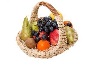 Фруктовая корзинка с виноградом