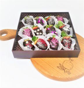 Клубника в шоколаде в подарочная коробке