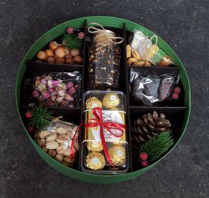 Подарочная коробка сухофрукты и чай