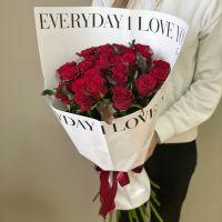 25 красных роз 50 см в бело-чёрной упаковке