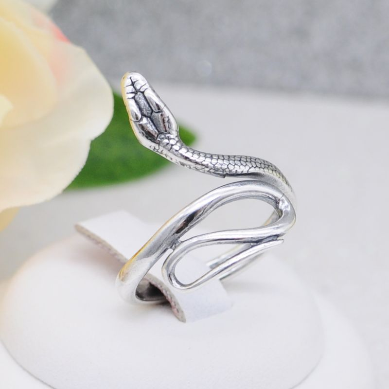 Кольцо в виде змеи серебрение (Арт. К701)