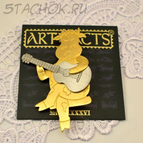 """Брошь """"Корова с гитарой"""" цвет золота и олова (JJ США)"""