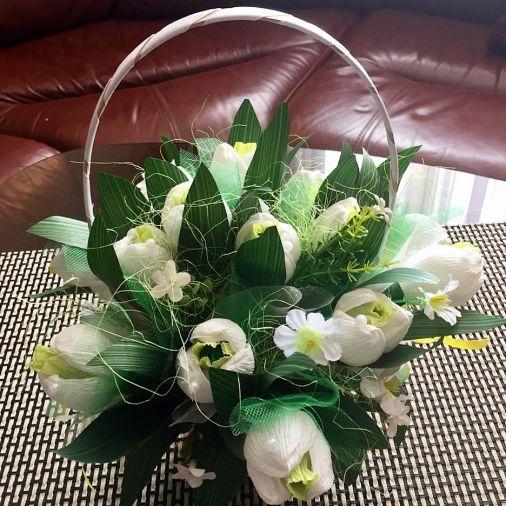Букет из конфет 19 цветов в корзинке