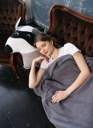 Восхитительный комплект состоит из большой подушки Енот Полоскун и теплого пледа енотовой окраски!
