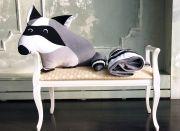 необычный подарок - подушка Енот и серый плед