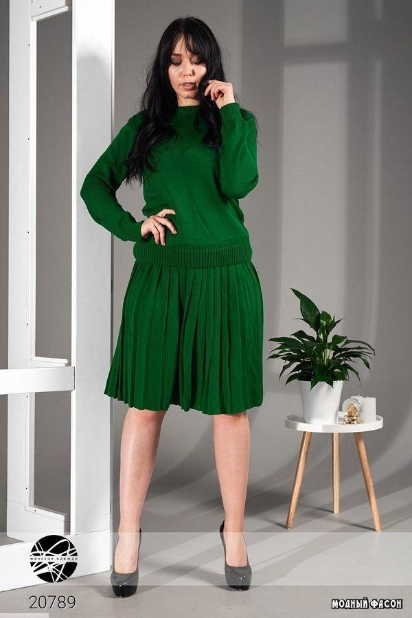 Комплект из джемпера и расклешённой юбки