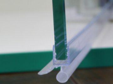 Уплотнитель нижний , горизонтальный, стекло 7-8мм