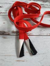Плоский шнурок 1 см КРАСНЫЙ с силиконовым наконечником