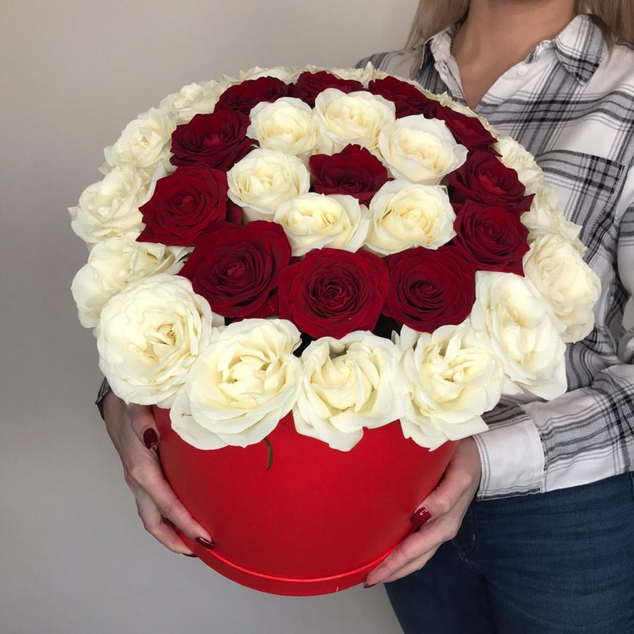 Коробочка  из Белых и красных роз